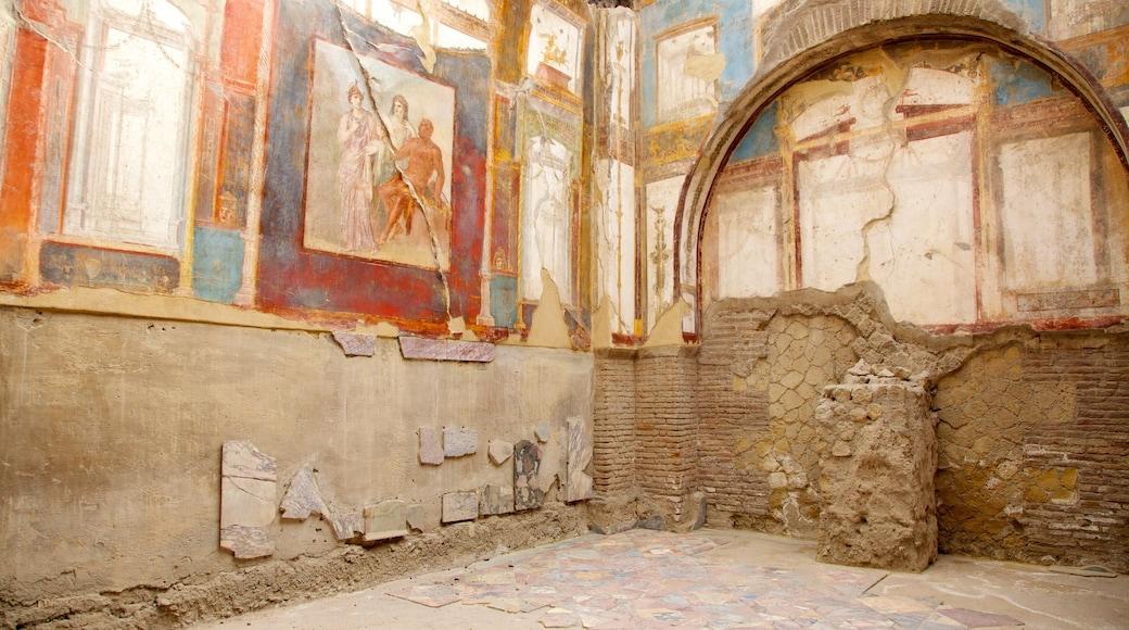 Ercolano mostrando arquitectura patrimonial, una ruina y vistas de interior