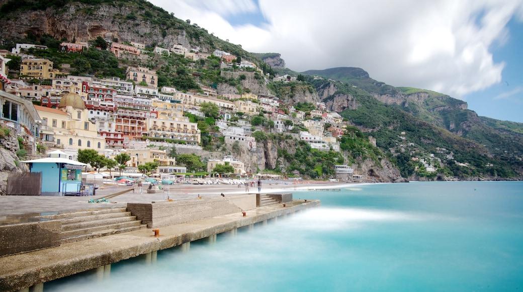 Positano qui includes ville côtière, vues littorales et ville