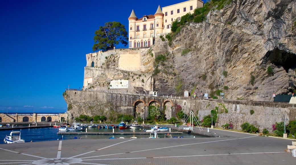 Maiori showing a coastal town