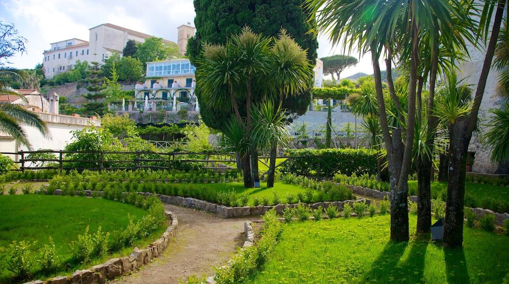 Villa Rufolo featuring a garden