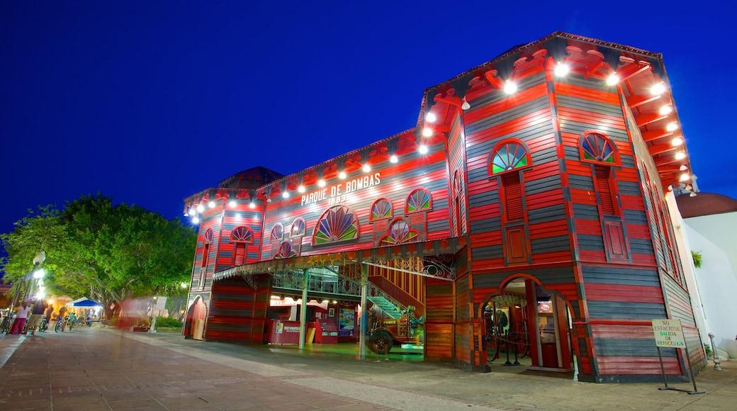 Parque de Bombas featuring night scenes and street scenes