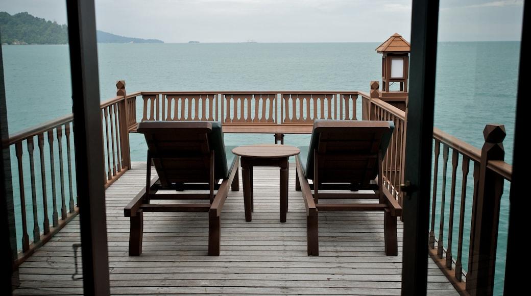 Pangkor Laut แสดง โรงแรมหรือรีสอร์ทหรู และ ชายฝั่งทะเล