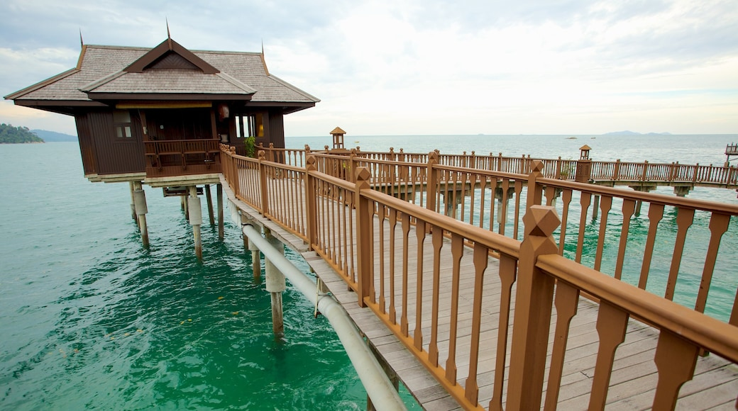 Pangkor Laut ซึ่งรวมถึง ชายฝั่งทะเล และ โรงแรมหรือรีสอร์ทหรู