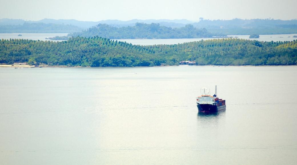 山打根 设有 綜覽海岸風景 和 划船