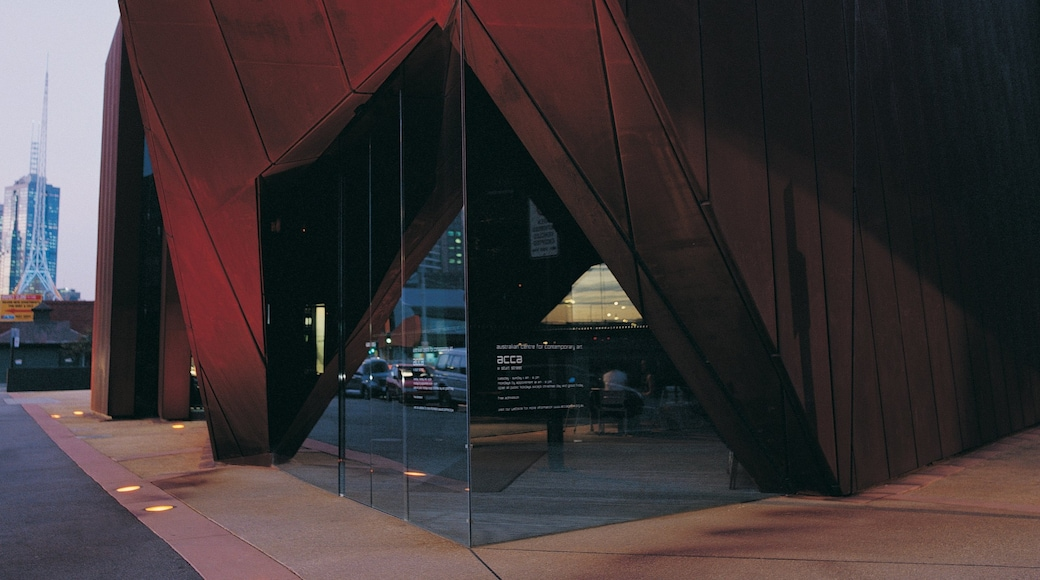 澳洲當代藝術中心 设有 現代建築 和 街道景色