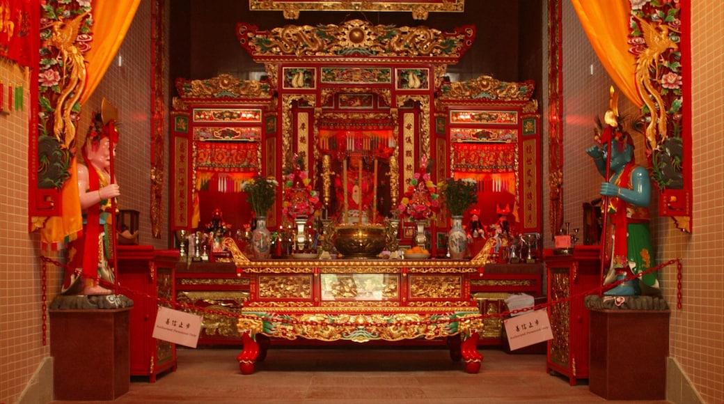 天后廟 设有 內部景觀, 廟宇或禮拜堂 和 宗教方面