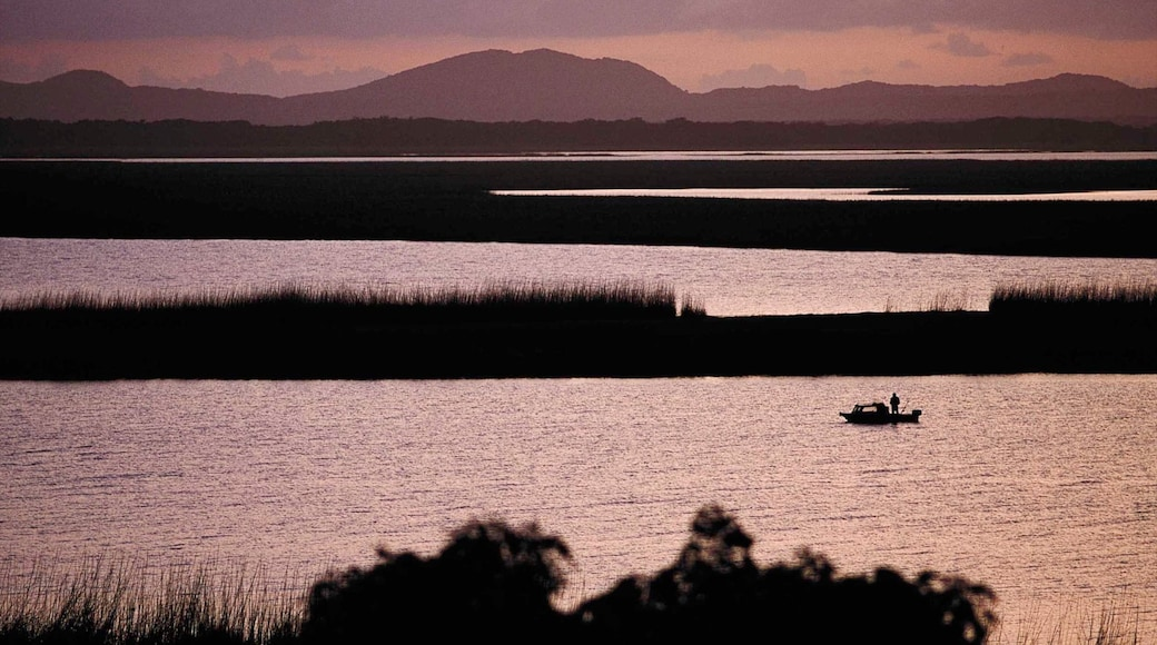 Hluhluwe das einen Sonnenuntergang, Küstenort und Bootfahren