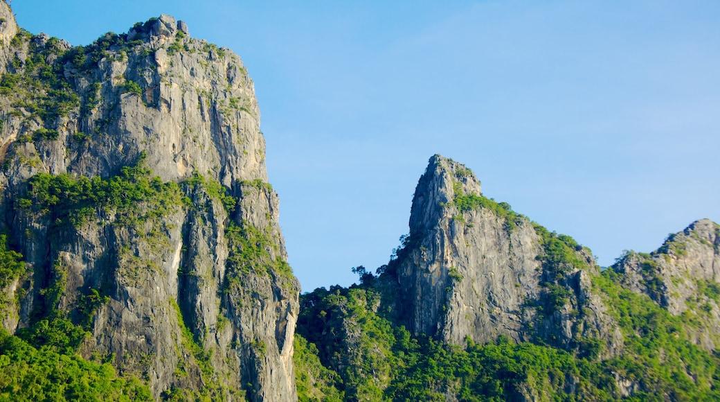 Hua Hin showing mountains