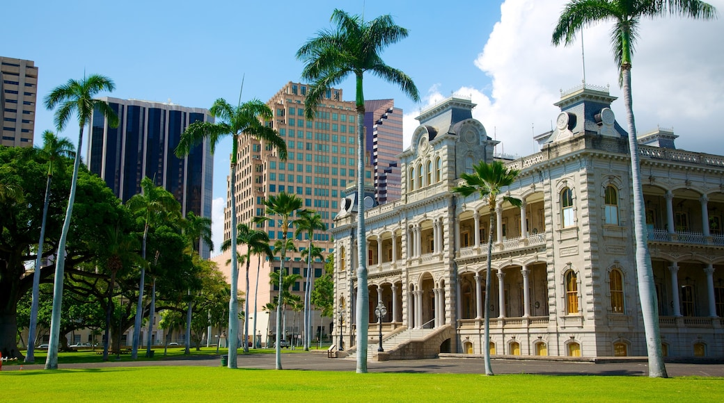 Iolani Palace showing modern architecture, château or palace and heritage architecture