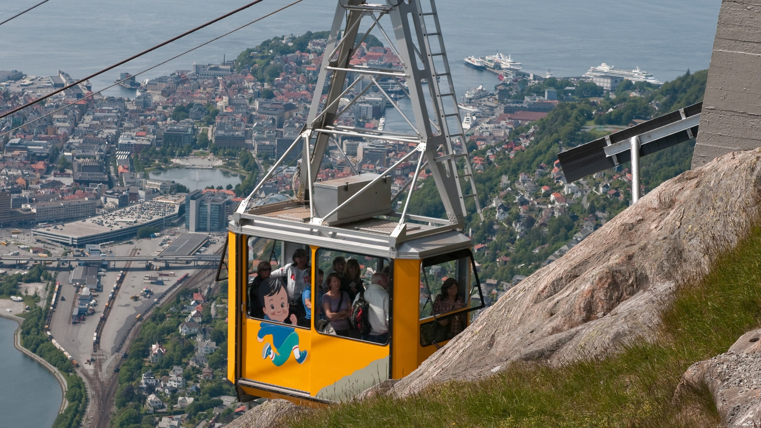 Make the journey up Bergen's highest mountain to hike, dine and enjoy incredible panoramas across the mountains, fjords and sea.