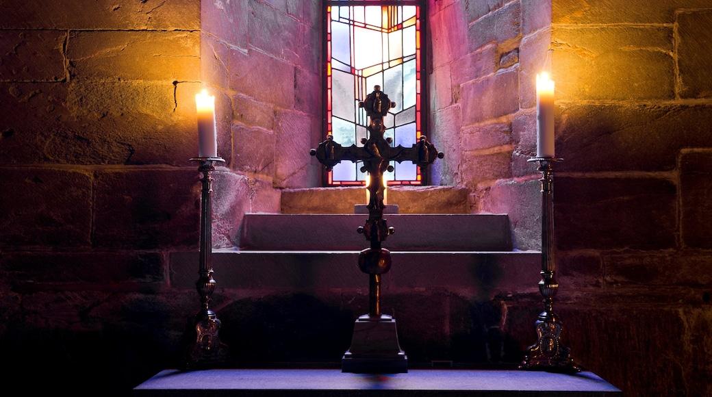 Cathédrale Nidaros qui includes vues intérieures, éléments religieux et église ou cathédrale