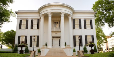 Mississippi Governor\'s Mansion which includes heritage architecture, an administrative buidling and a house