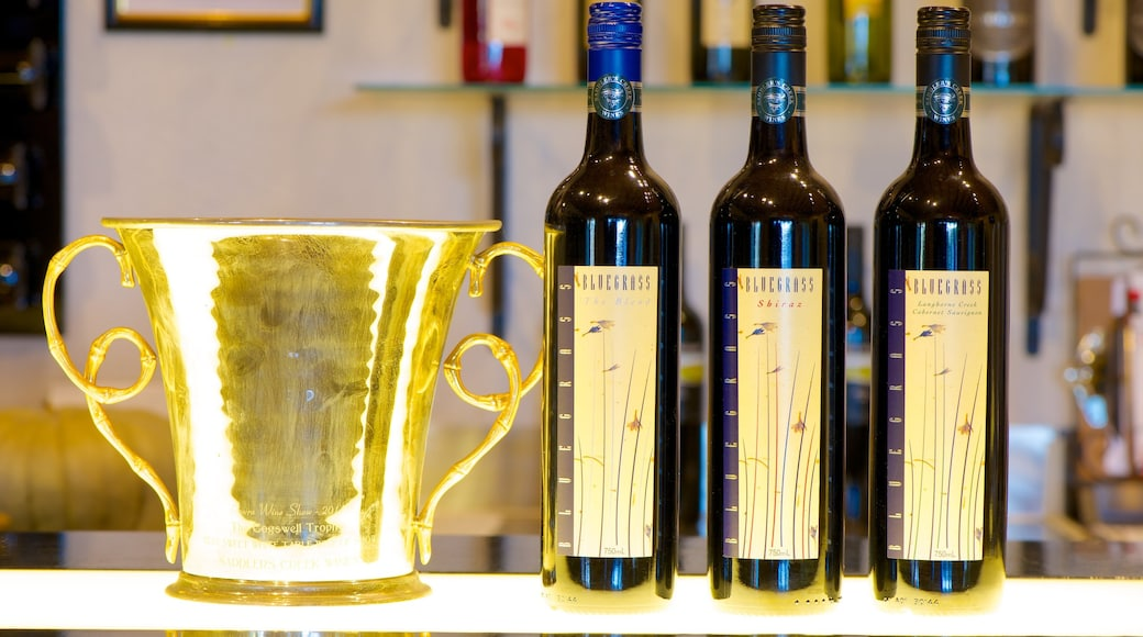 Saddlers Creek Wines which includes drinks or beverages