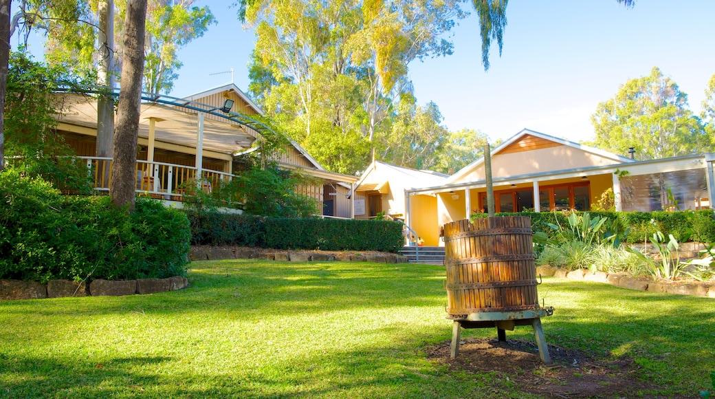 Briar Ridge Vineyard which includes a garden