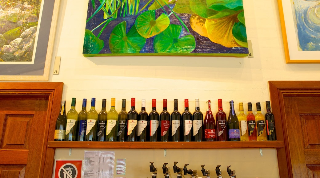 Mistletoe Wines which includes drinks or beverages and interior views