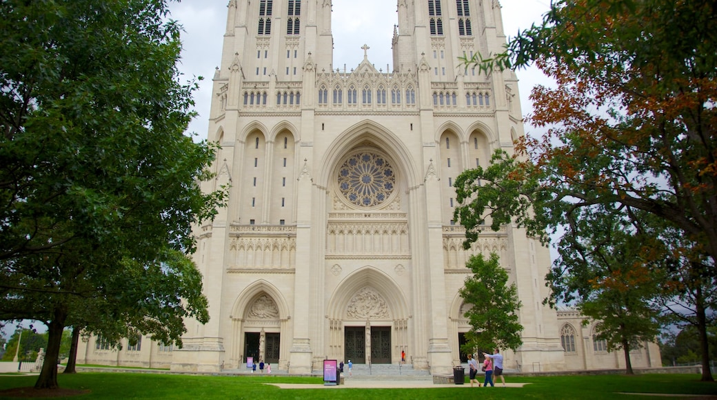 Catedral Nacional de Washington mostrando una iglesia o catedral, arquitectura patrimonial y elementos religiosos