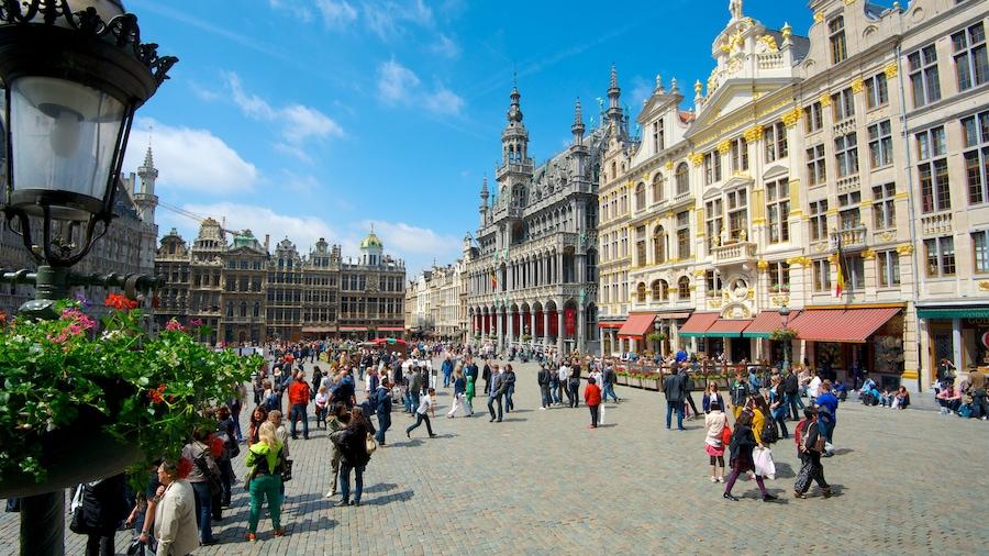 La Grand Place bevat een plein, straten en kasteel of paleis