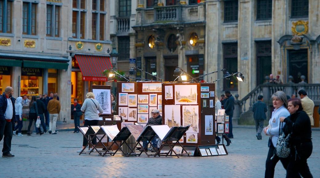 La Grand Place mit einem Outdoor-Kunst, Straßenszenen und Platz oder Plaza
