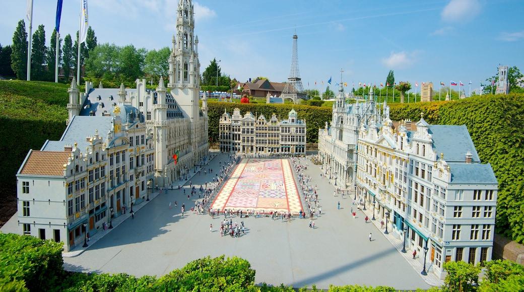 Mini-Europe toont kunst in de open lucht en een stad