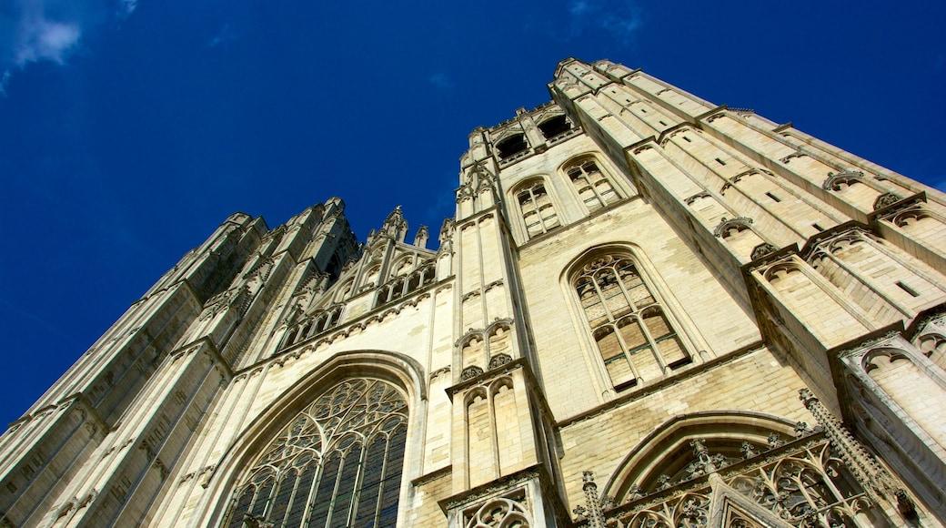 Kathedrale St. Michael und St. Gudula das einen historische Architektur, religiöse Aspekte und Kirche oder Kathedrale