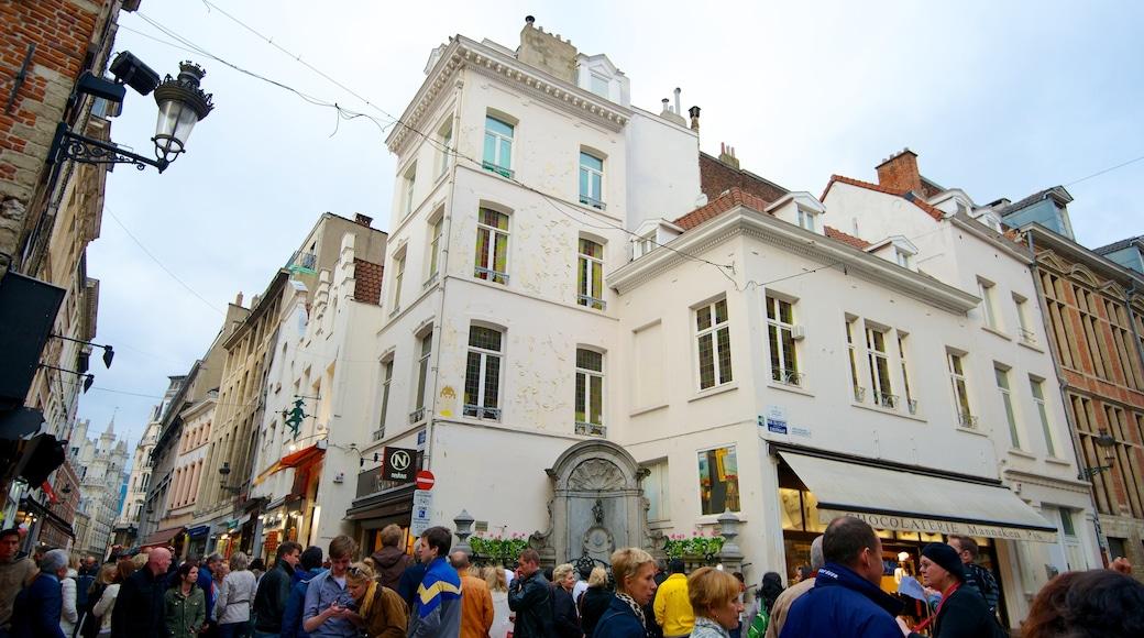 Manneken Pis mostrando strade, architettura d\'epoca e città