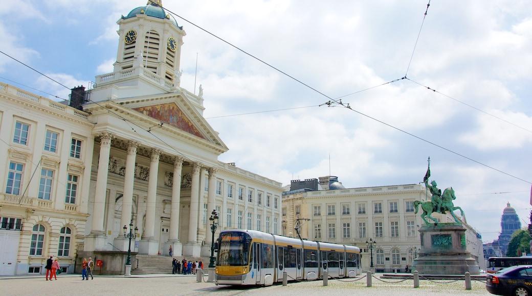 Koninklijk paleis van Brussel toont een stad, spoorwegen en historische architectuur