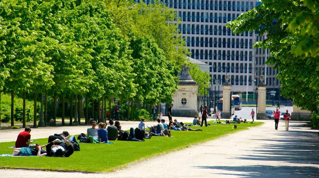 Warandepark inclusief picknicken, een stad en een tuin