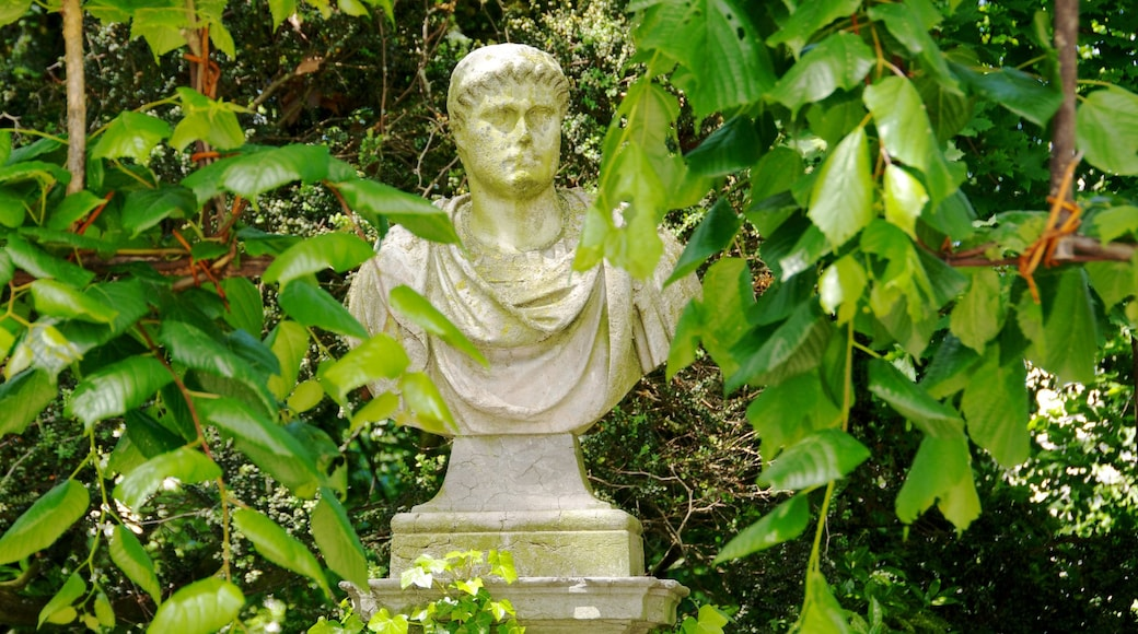 Warandepark bevat een tuin en een standbeeld of beeldhouwwerk