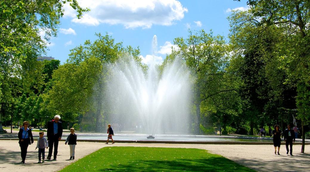 Warandepark inclusief een park, een vijver en een fontein