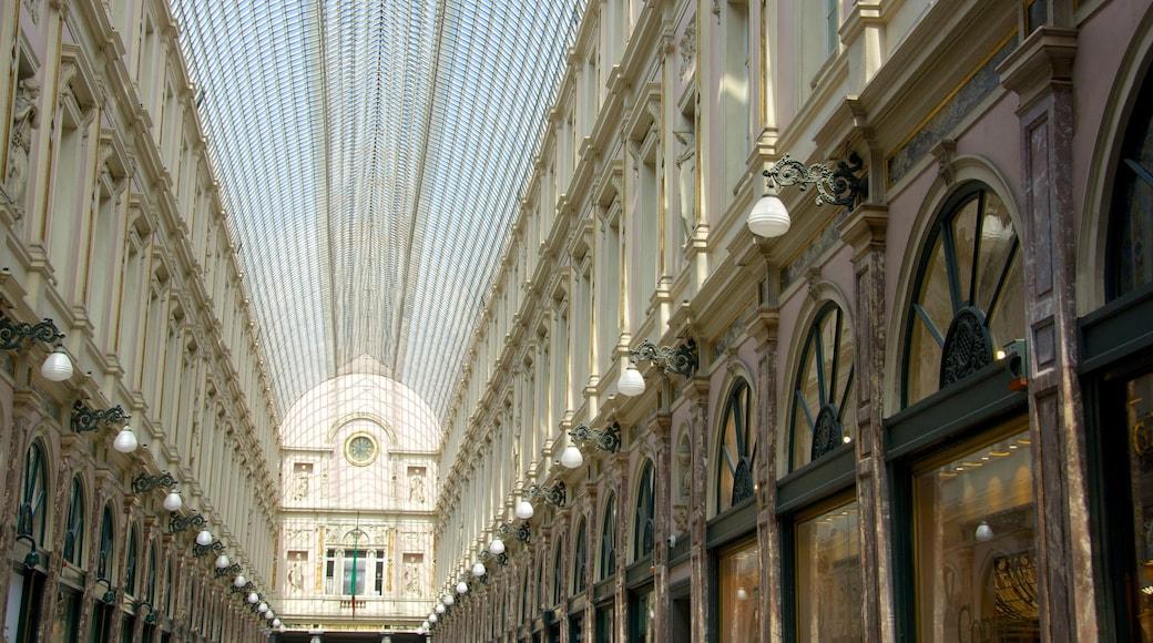 Galeries Royales Saint-Hubert das einen Innenansichten und historische Architektur