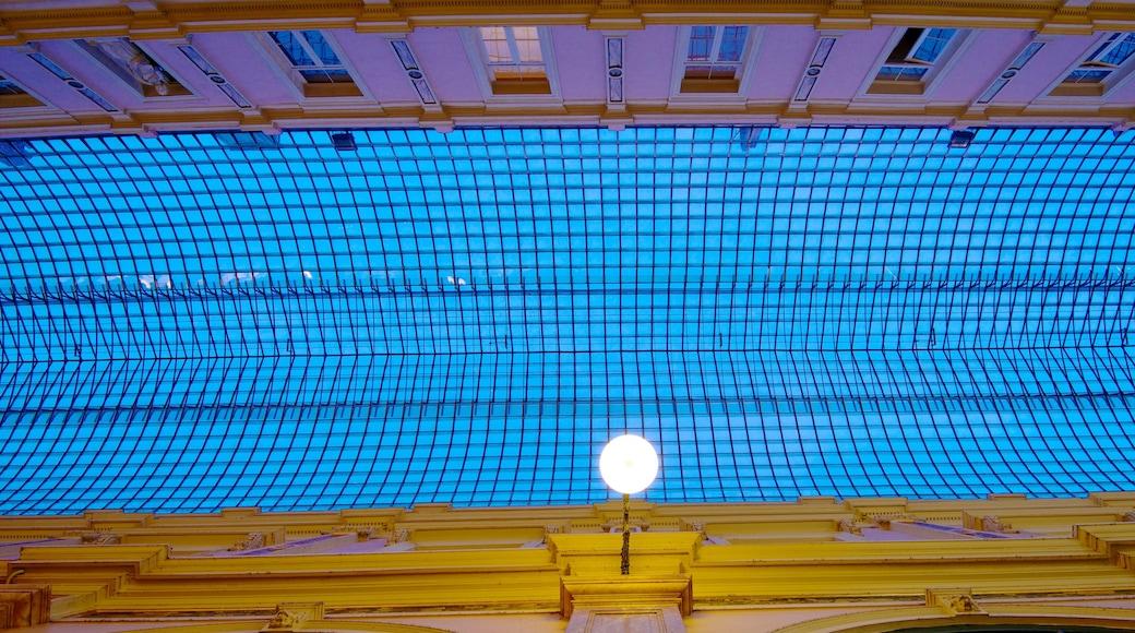 Galeries Royales Saint-Hubert welches beinhaltet Innenansichten