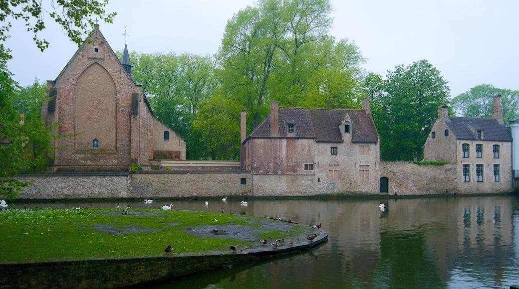 Minnewater mettant en vedette patrimoine architectural, jardin et église ou cathédrale