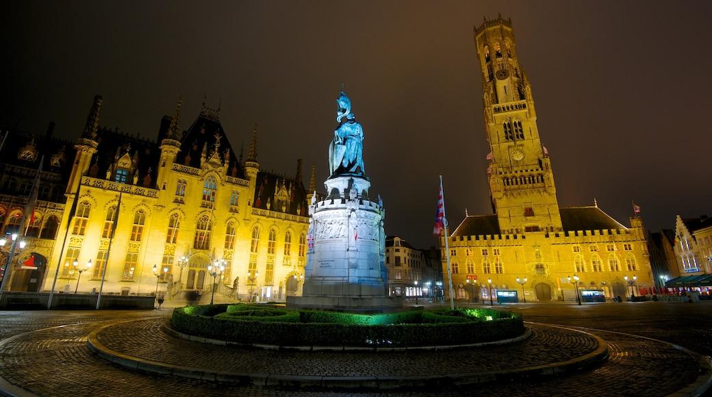 Belfort van Brugge toont een plein, een kasteel en straten