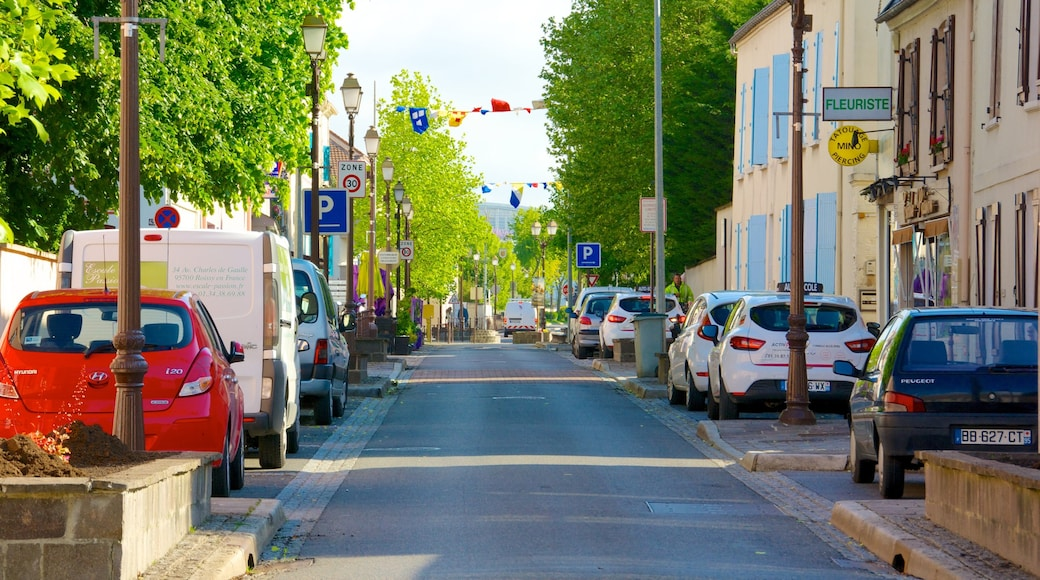 Roissy-en-France which includes a small town or village, street scenes and a city