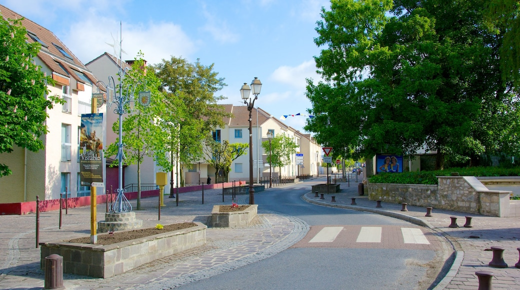 Roissy-en-France featuring street scenes and a small town or village
