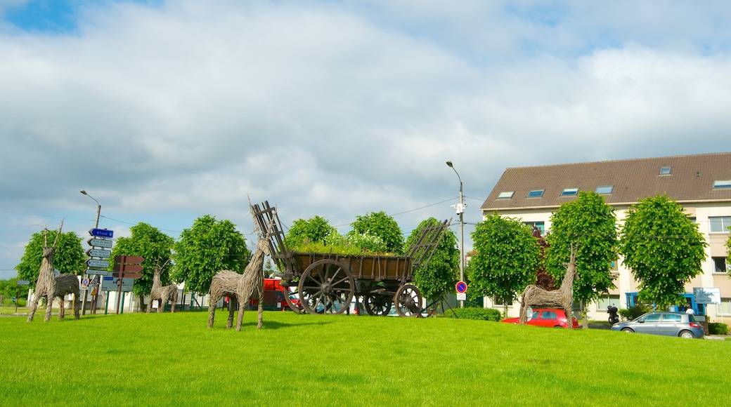 Roissy-en-France showing a small town or village and outdoor art