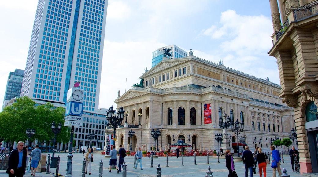 Alte Oper Frankfurt mit einem Platz oder Plaza, Straßenszenen und historische Architektur