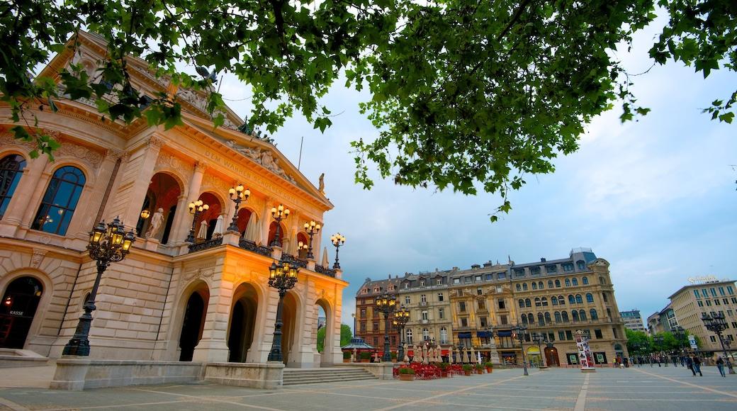 Alte Oper Frankfurt mit einem historische Architektur, Theater und Stadt