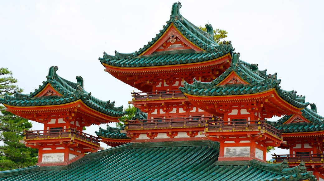 Heian Shrine which includes religious elements, heritage architecture and a temple or place of worship
