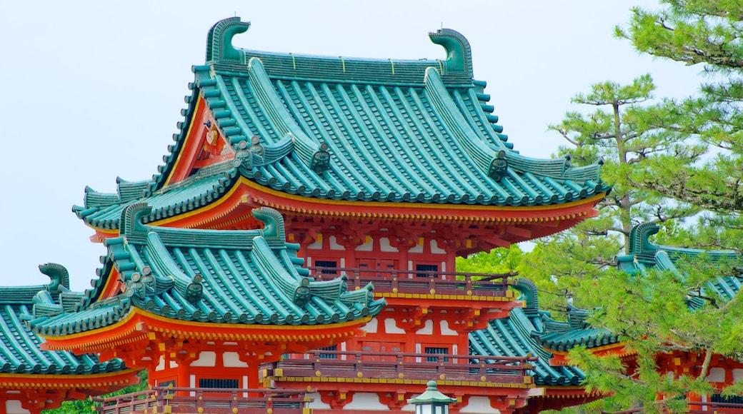 平安神宮 呈现出 宗教元素, 歷史建築 和 廟宇或禮拜堂