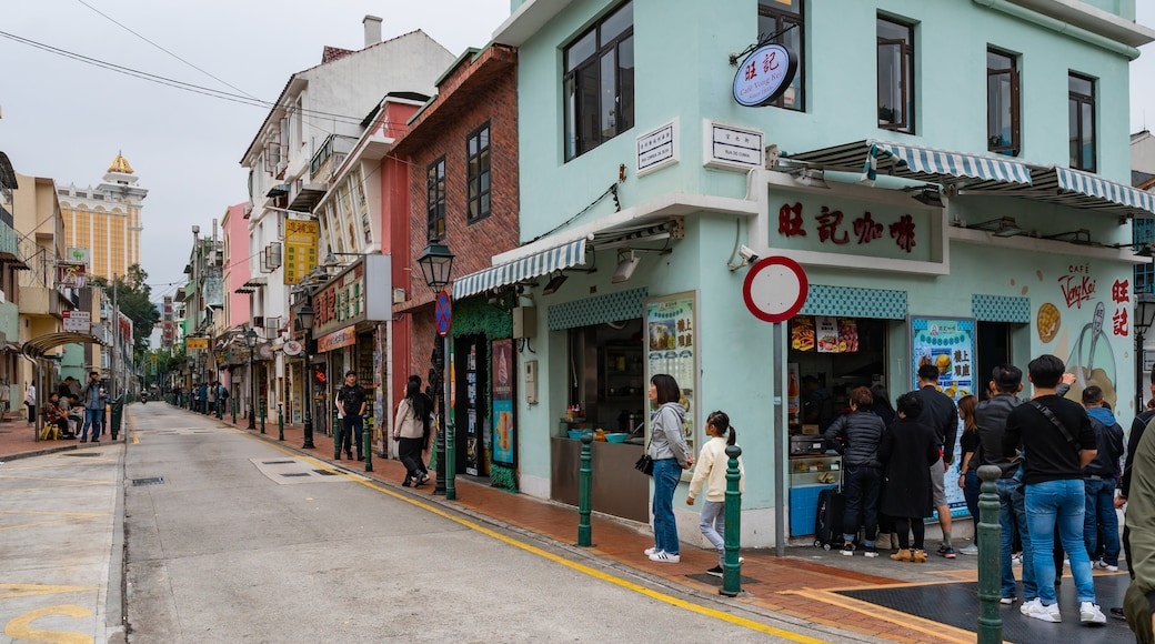 Taipa which includes street scenes