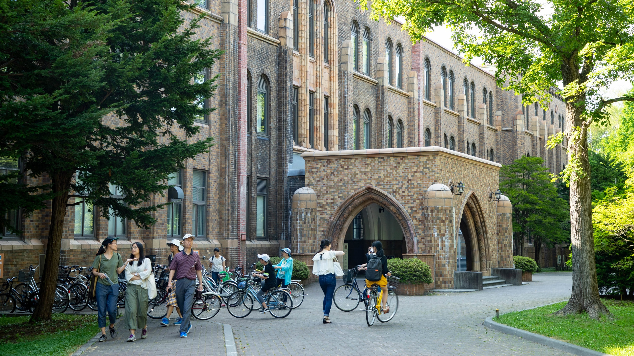 Enjoy a day in the life of Sapporo's university students and professors while wandering the tree-lined avenues and riverfront walks of this elegant campus.