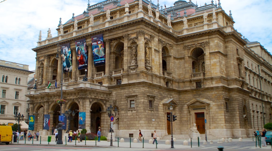 Hungarian State Opera House showing a city, heritage architecture and theatre scenes