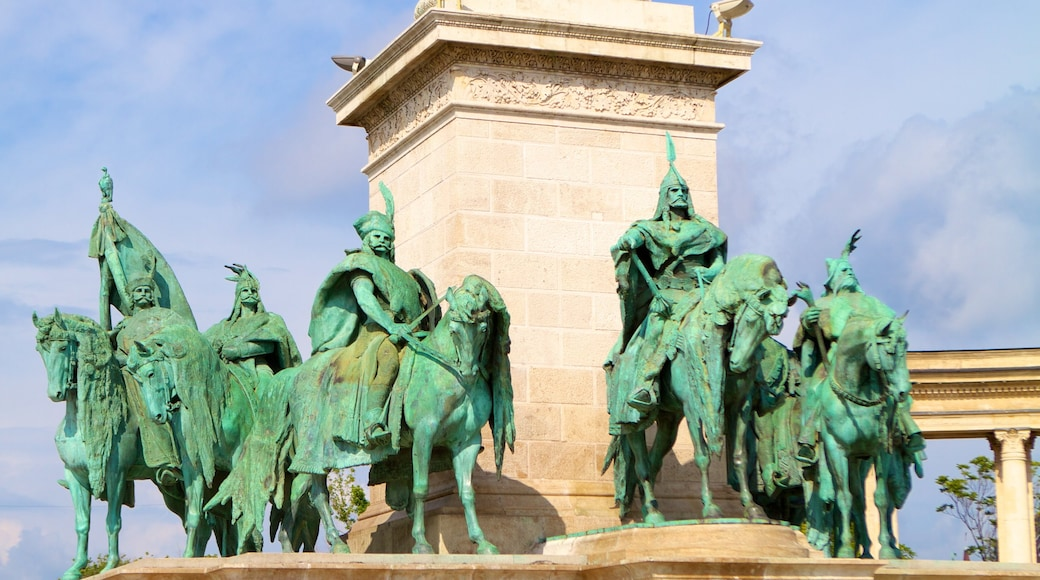 Heroes\' Square featuring heritage architecture and a monument