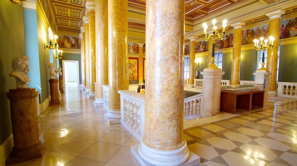Ungarisches Nationalmuseum welches beinhaltet Innenansichten