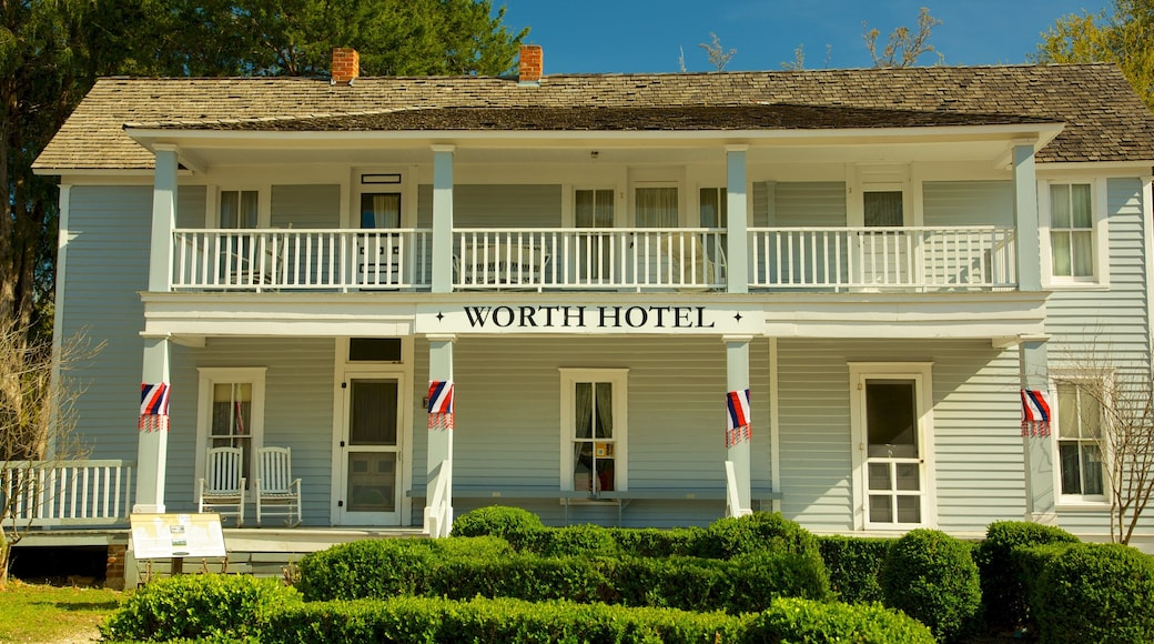 Dallas Heritage Village showing a hotel, heritage architecture and signage