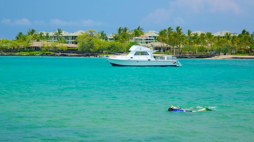 Hawai mostrando un hotel o resort de lujo, paseos en lancha y snorkeling