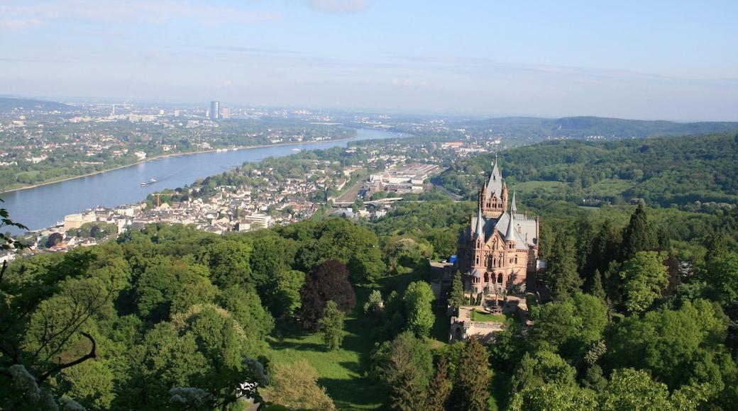Königswinter welches beinhaltet historische Architektur, Palast oder Schloss und Fluss oder Bach