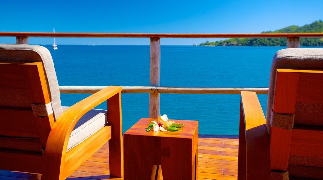 Fiji which includes a coastal town, a luxury hotel or resort and views