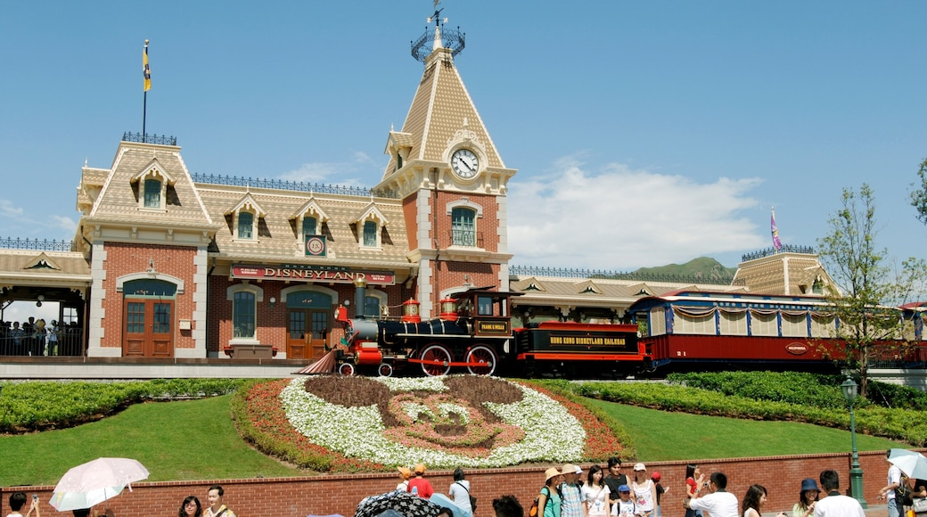 Hong Kong Disneyland showing railway items and rides